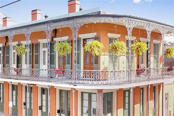 New Orleans home with two story patio