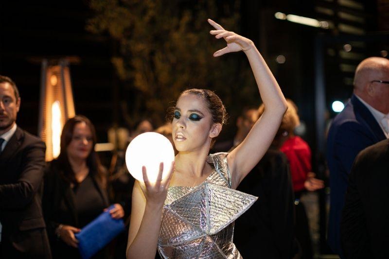 scatolificio del garda, ragazza con palla luminosa, eventi