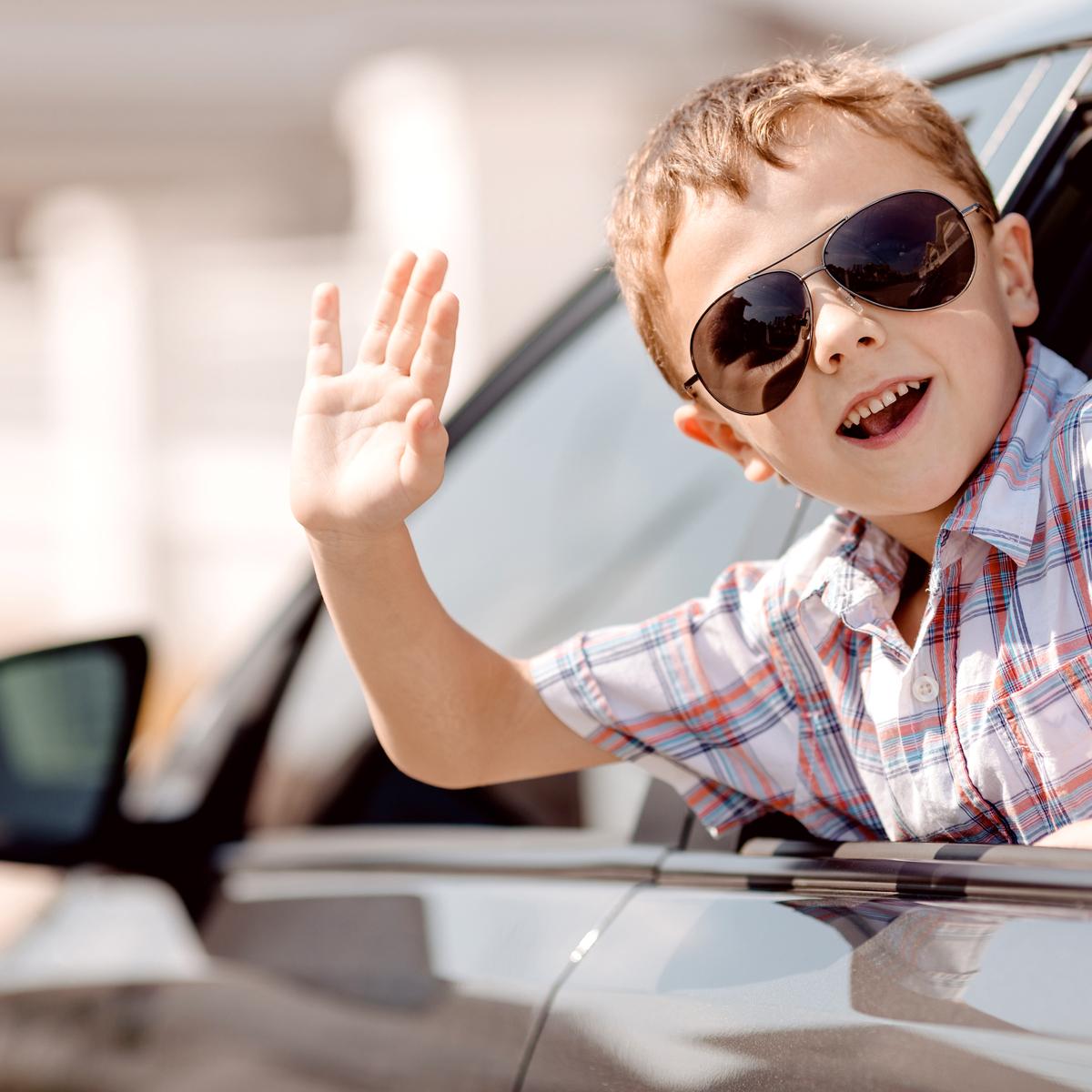 indicatore auto carburante con scritto, risparmia il 30%