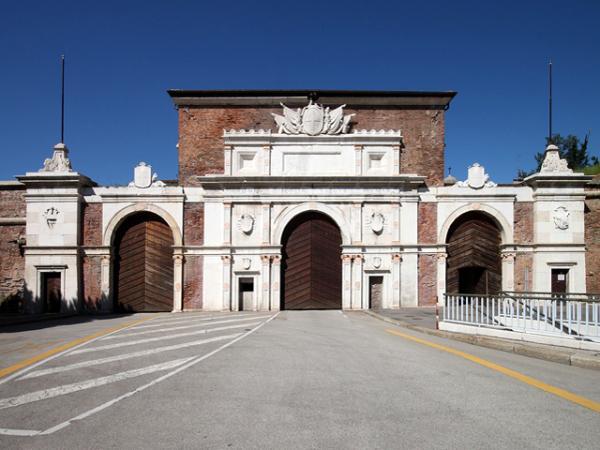Monumento Porta Vescovo - Verona