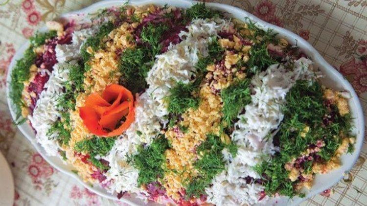 Selyodka Pod Shuboy (Layered Herring Salad)