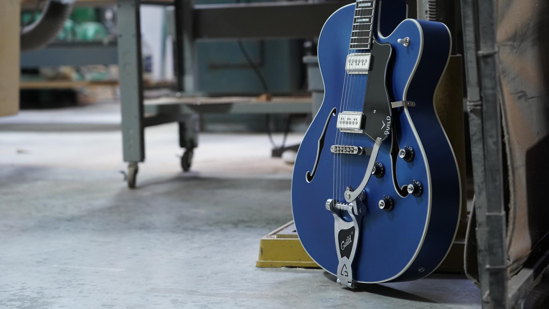 【GUILD】このギターこそが真のホロウボディだ。特別仕様のX-175 が登場!