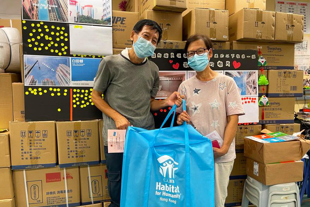 Pak Tin Estate - home hygiene packs distribution