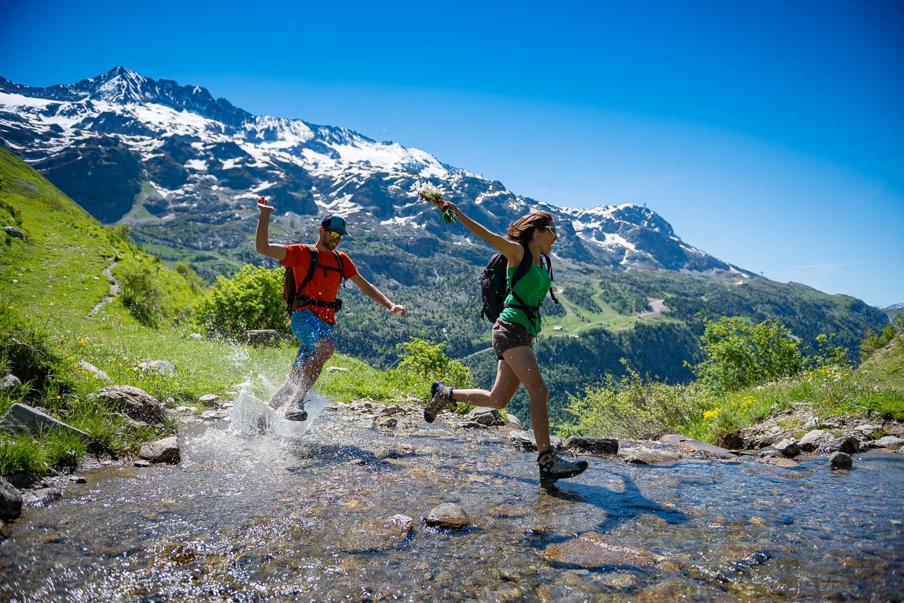 Vacances d'été : Vaujany, un  paradis en Isère Randonneurs_Vaujany-87-%C2%A9Images%20et%20Re%CC%82ves
