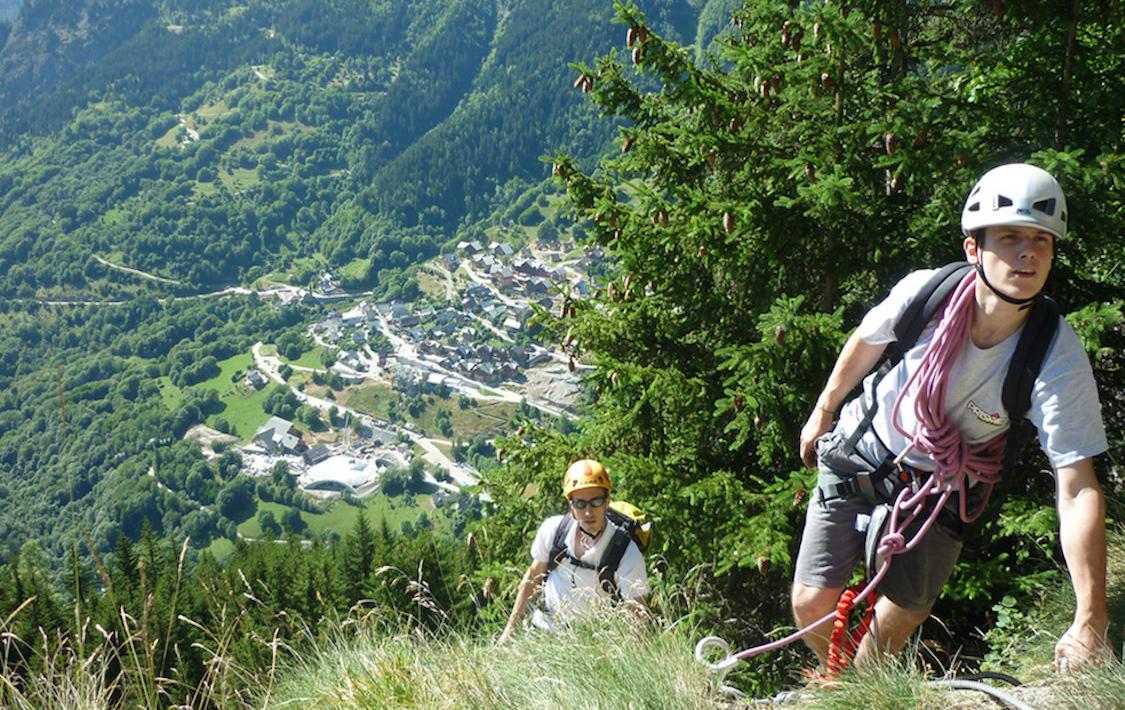 Vacances d'été : Vaujany, un  paradis en Isère Via%20ferrata_Cascade%20de%20la%20Fare_02%20copie_3