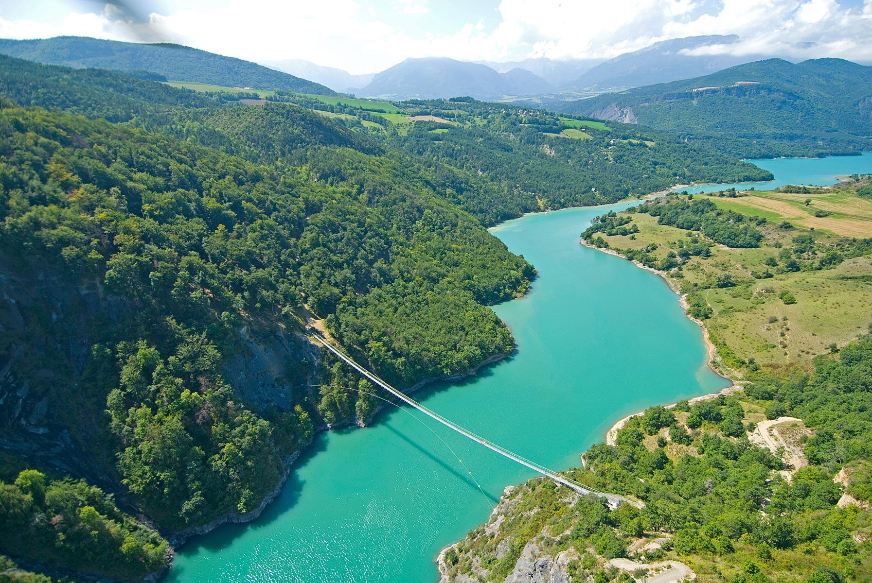 Tourisme à Grenoble  : les cinq spots de l'Isère à découvrir cet été PasserelleDrac_0050%C2%A9Thiebaut