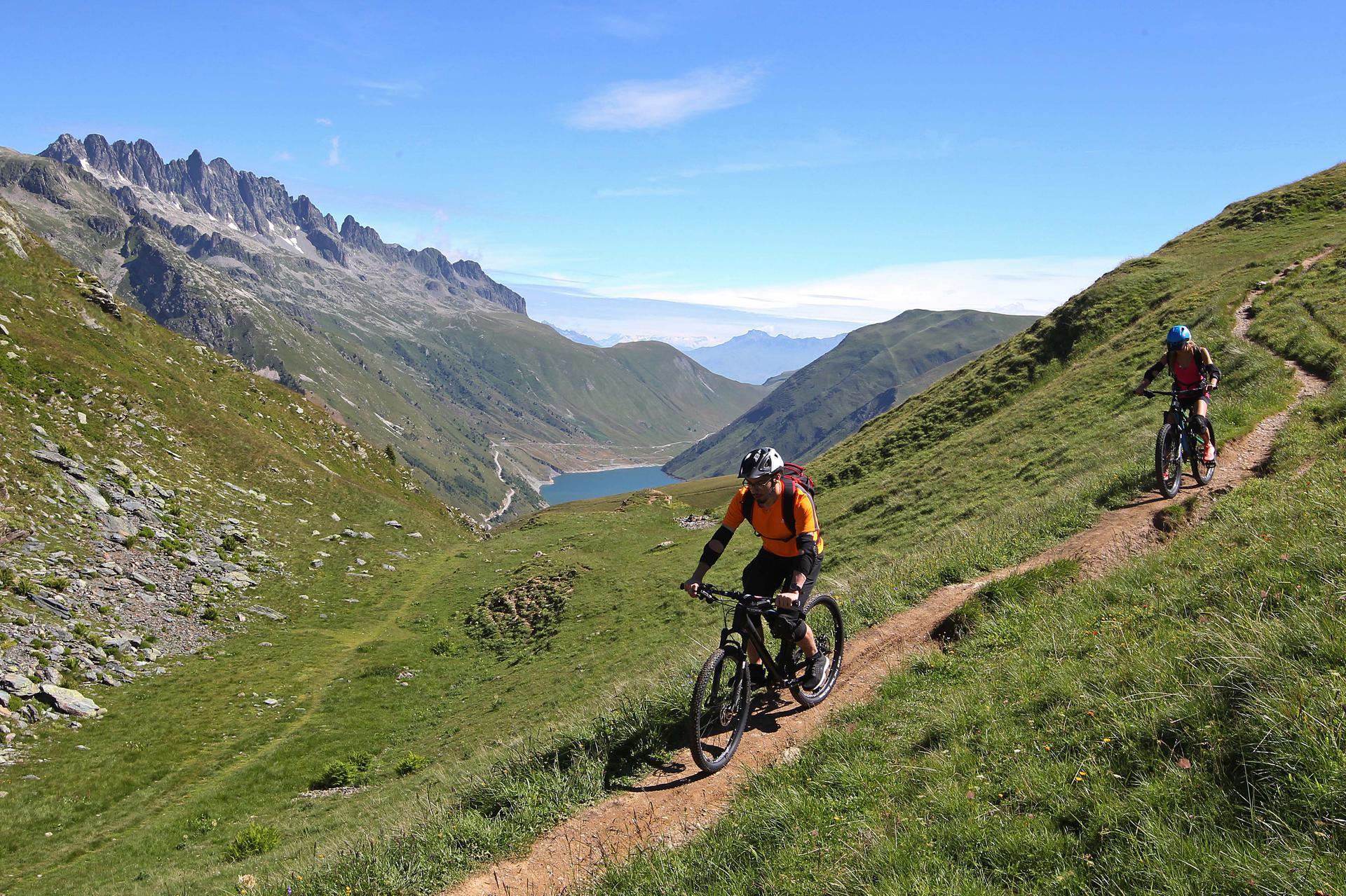 Vacances d'été : Vaujany, un  paradis en Isère VTT_Vaujany_05