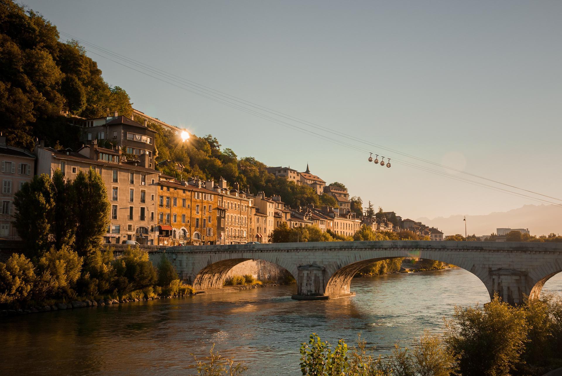 Tourisme à Grenoble  : les cinq spots de l'Isère à découvrir cet été Grenoble-top-decors