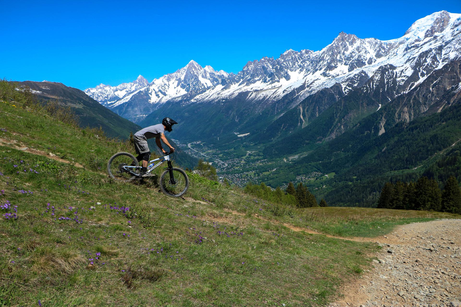 Montagne : la Vallée de Chamonix offre 35 activités aux vacanciers résident sur place ! VTT-Les-Houches-----Celia-Margerard